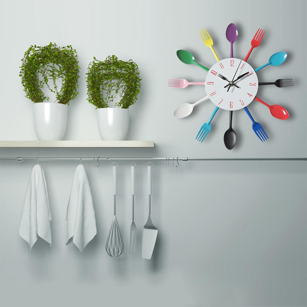 Horloge murale pour cuisine avec couverts couleur argent noire ou couleurs deco 39 clock for Horloge couvert