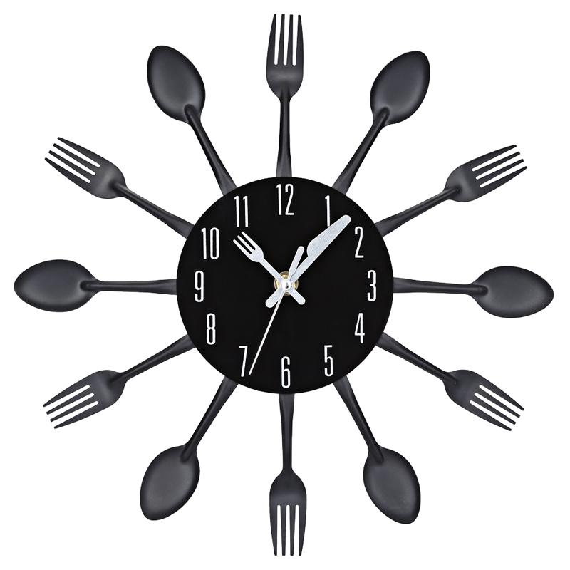 horloge murale pour cuisine avec couverts couleur argent noire ou couleurs deco 39 clock. Black Bedroom Furniture Sets. Home Design Ideas