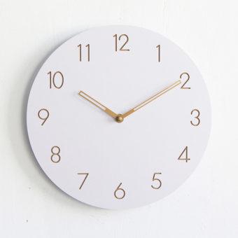 horloge murale blanche en bois simple et moderne sans. Black Bedroom Furniture Sets. Home Design Ideas