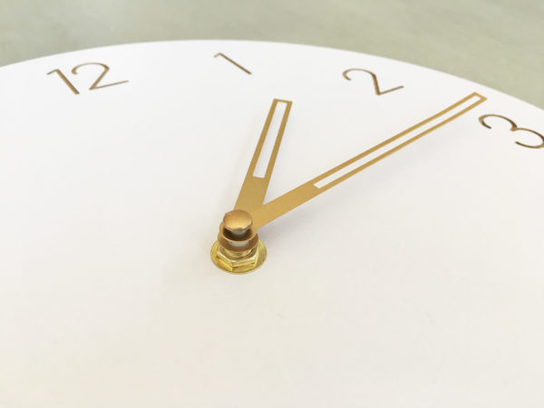 horloge murale en bois blanche